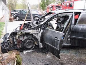 Fahrzeugbrand bei der Reitanlage